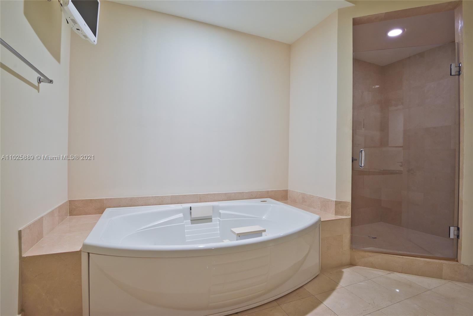 18101 Collins Ave #508 photo012