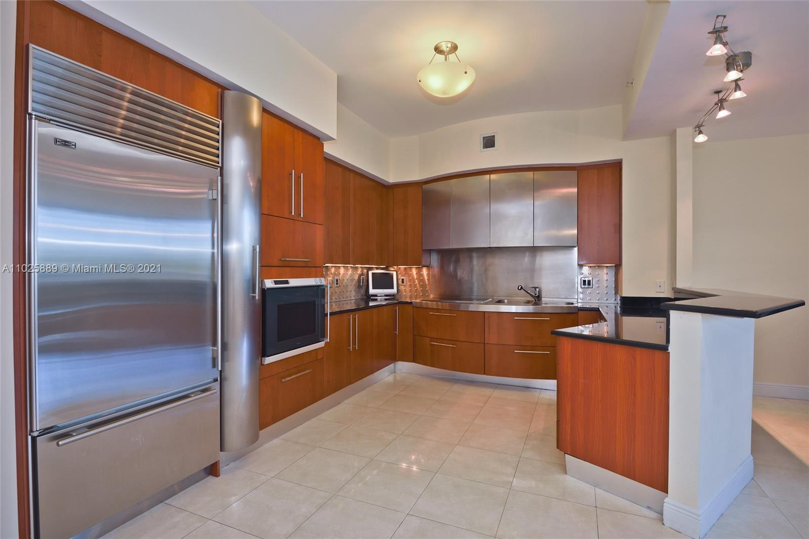 18101 Collins Ave #508 photo05