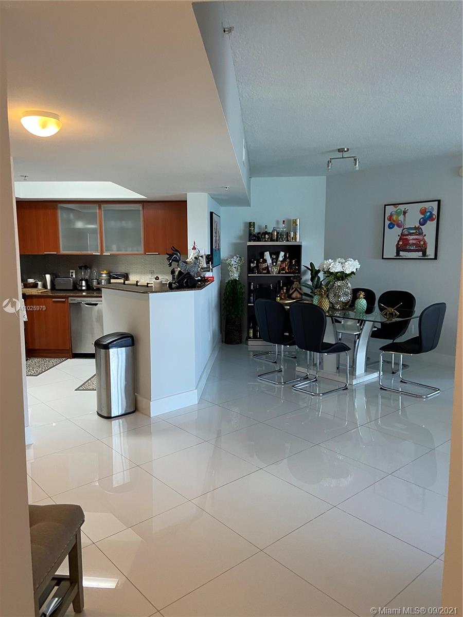 16699 Collins Ave #1104 photo02