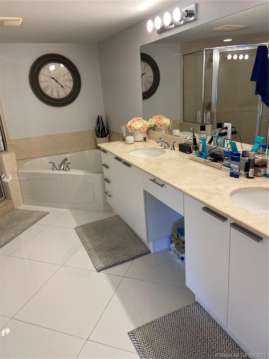 16699 Collins Ave #1104 photo025