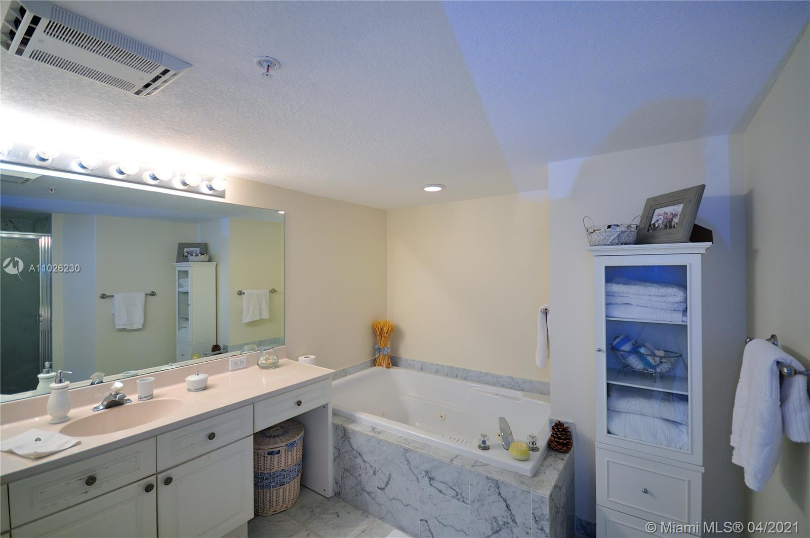 17275 Collins Ave #409 photo09