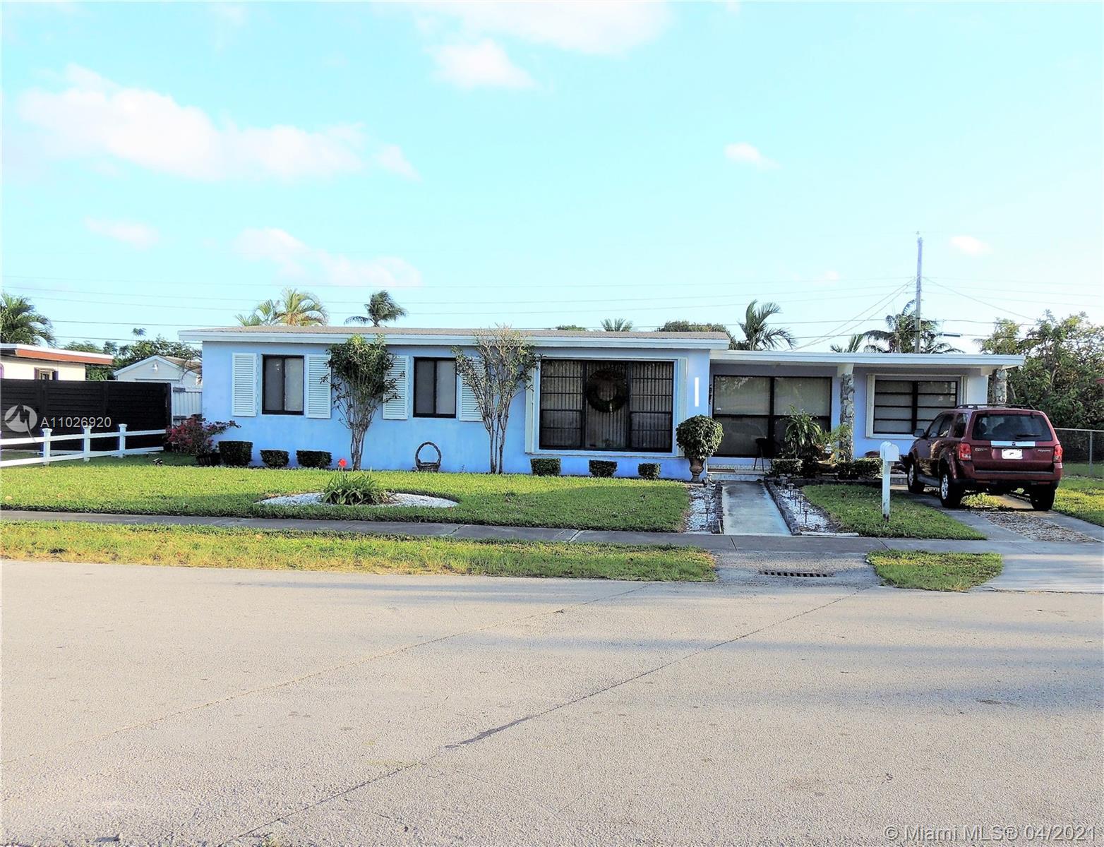 Westwood Lake - 10850 SW 40th Ter, Miami, FL 33165