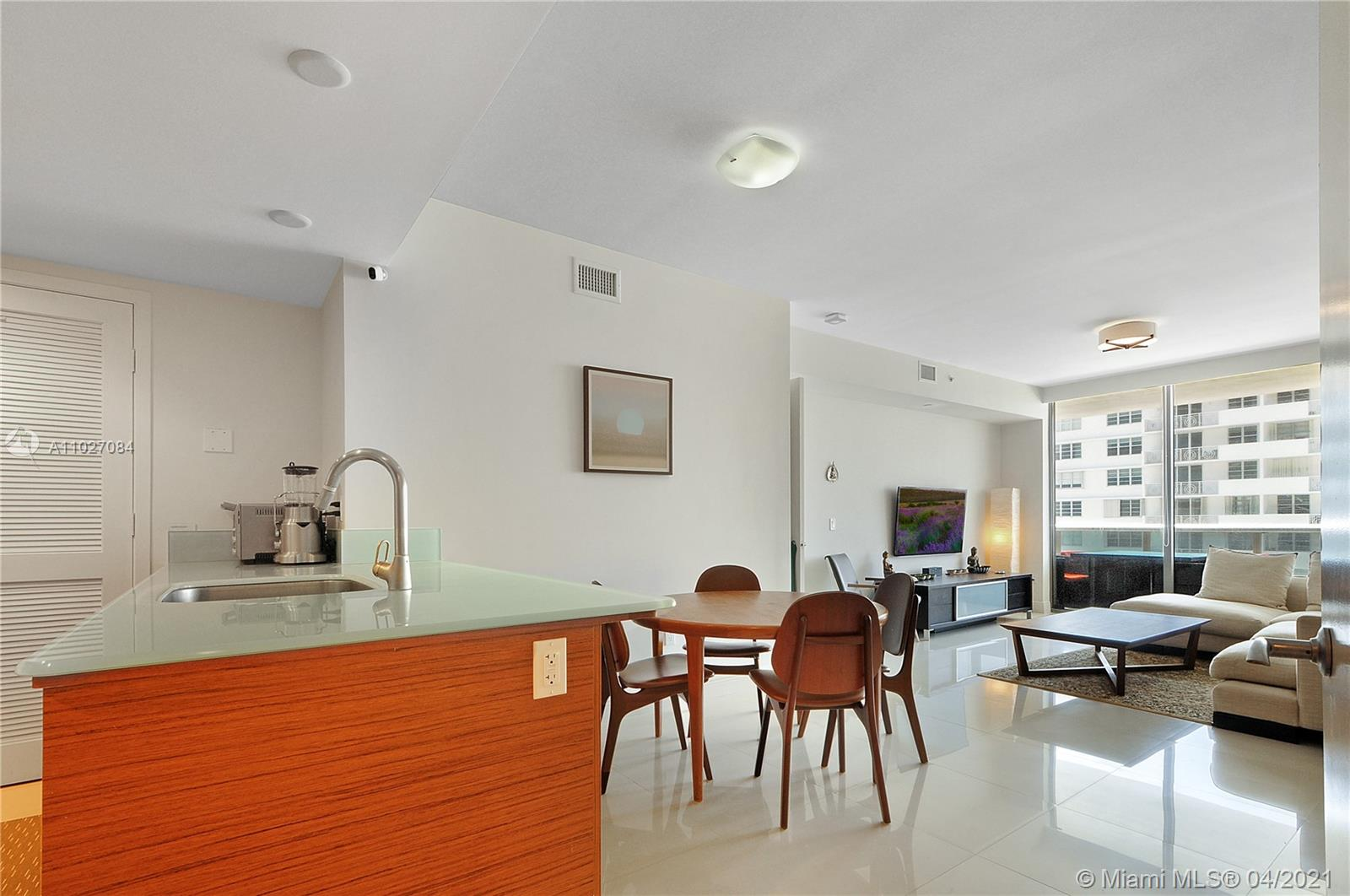 5875 Collins Ave #1106 photo06