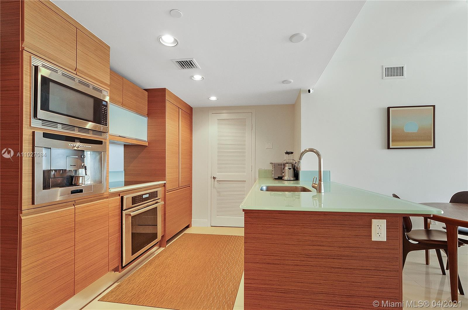 5875 Collins Ave #1106 photo020