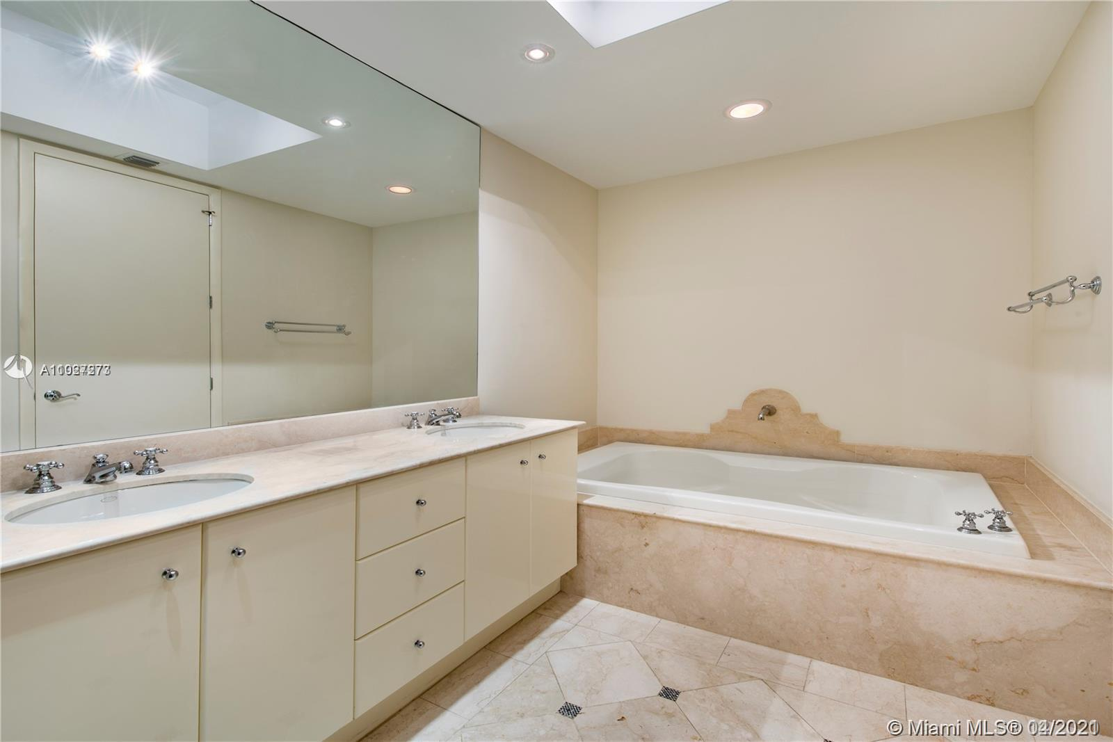 100 S Pointe Dr #1601 photo013