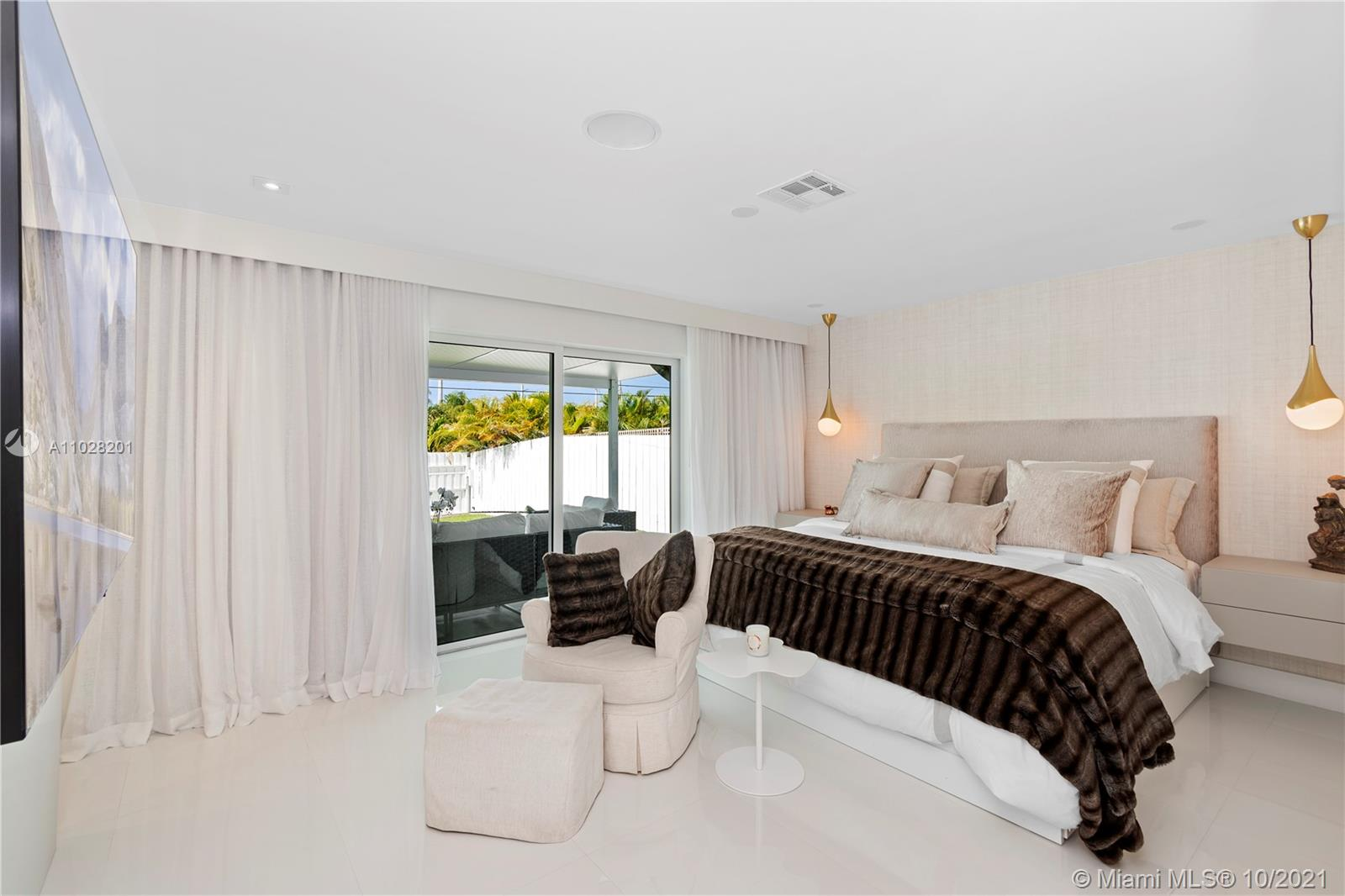 Huge master bedroom with sliding door and access to the beautiful backyard