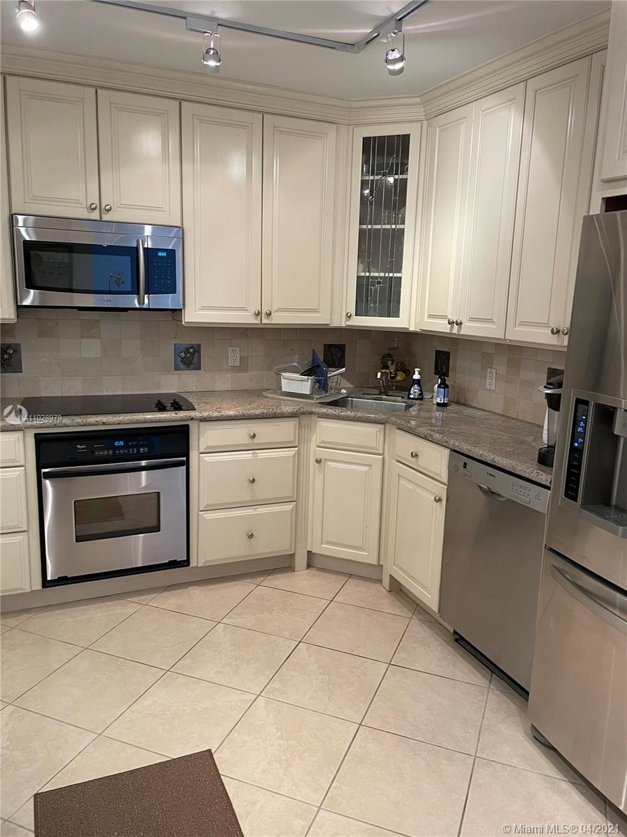 5825 Collins Ave #14H photo07