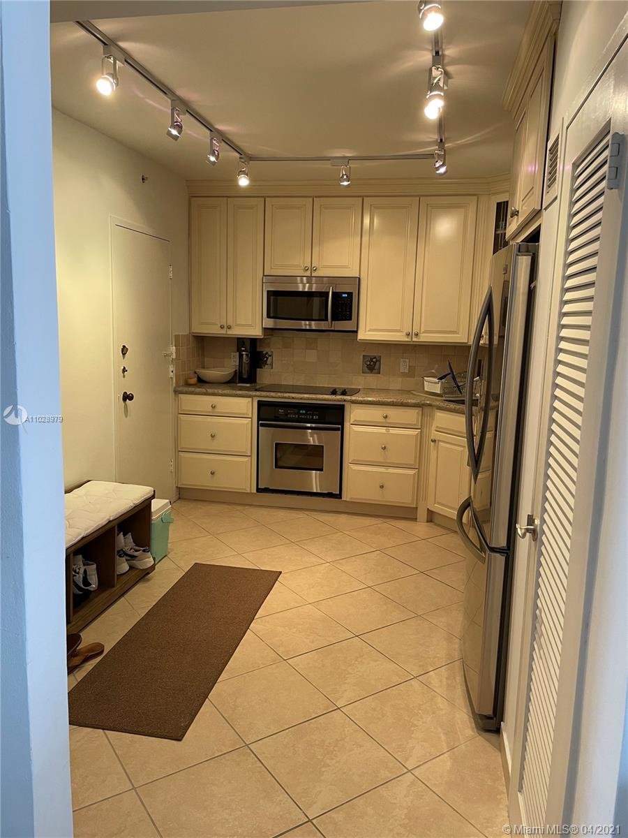 5825 Collins Ave #14H photo09