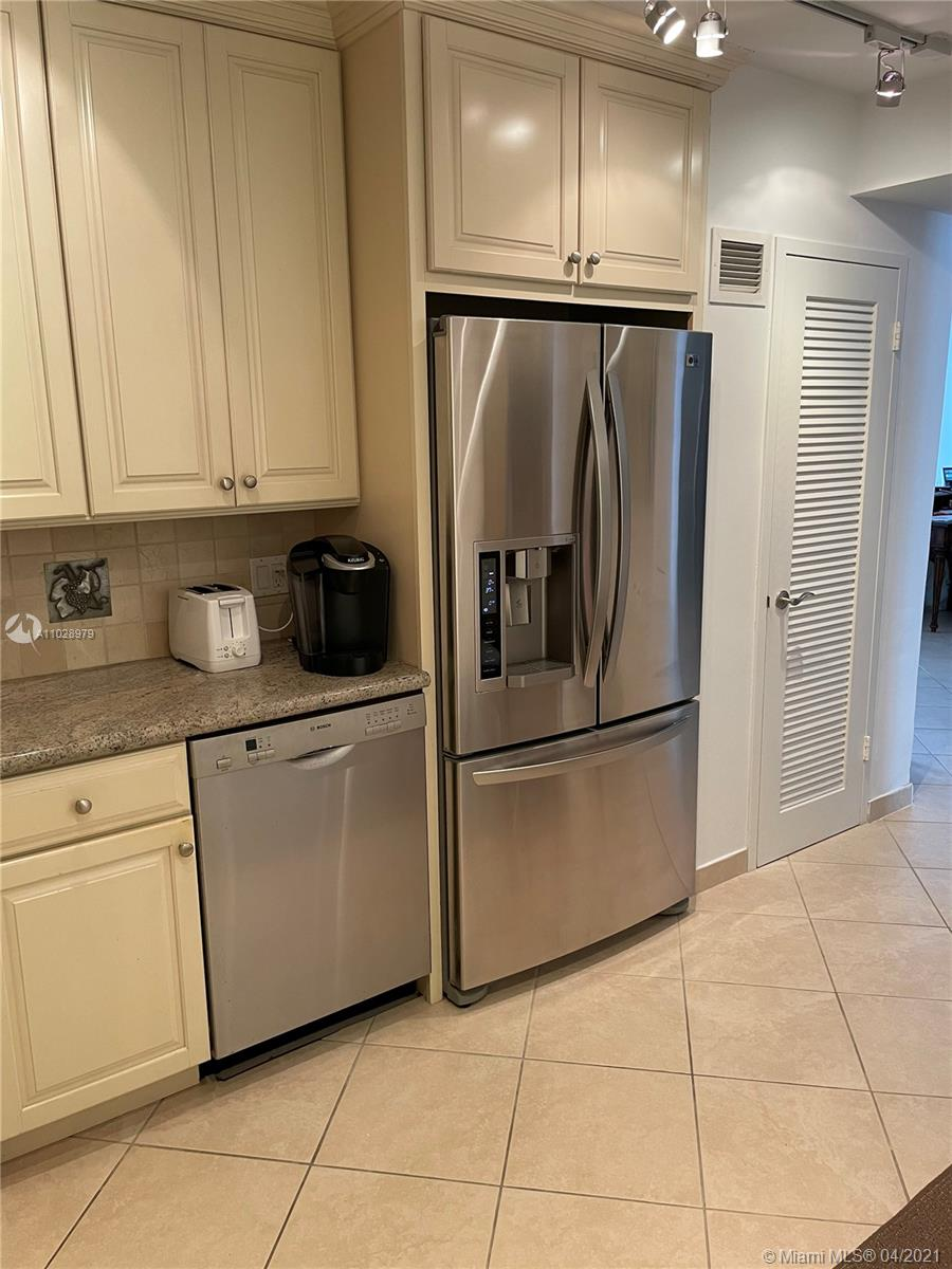 5825 Collins Ave #14H photo08