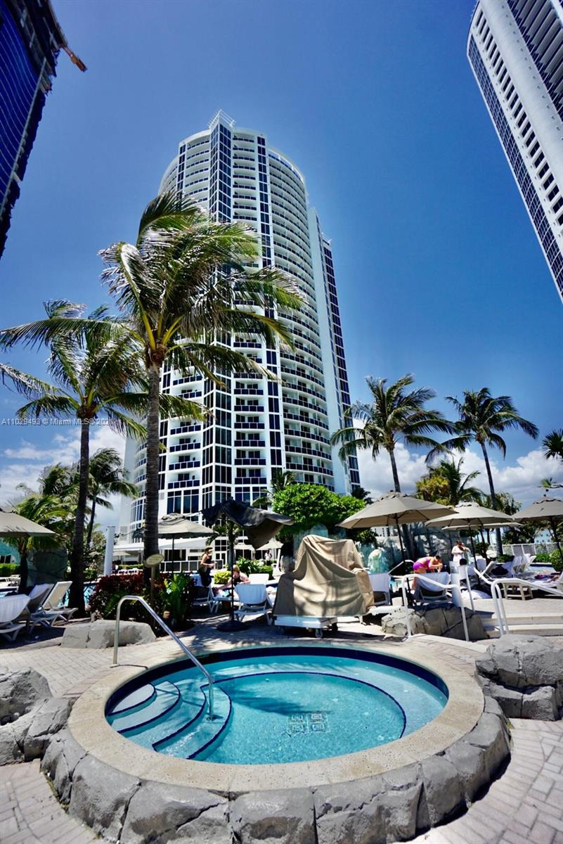 18001 SW Collins Ave #704 photo09