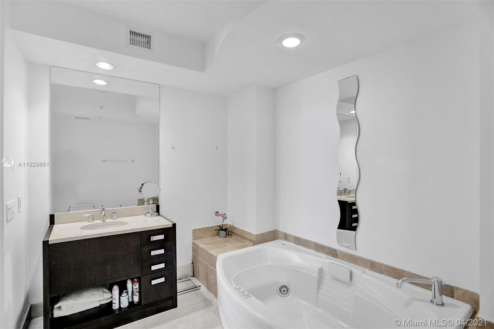 18201 Collins Ave #1504 photo015