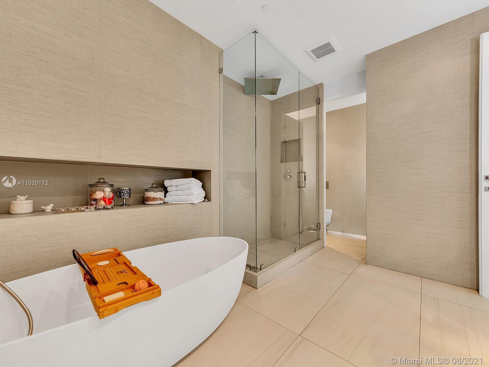 10101 Collins Ave #7A photo030