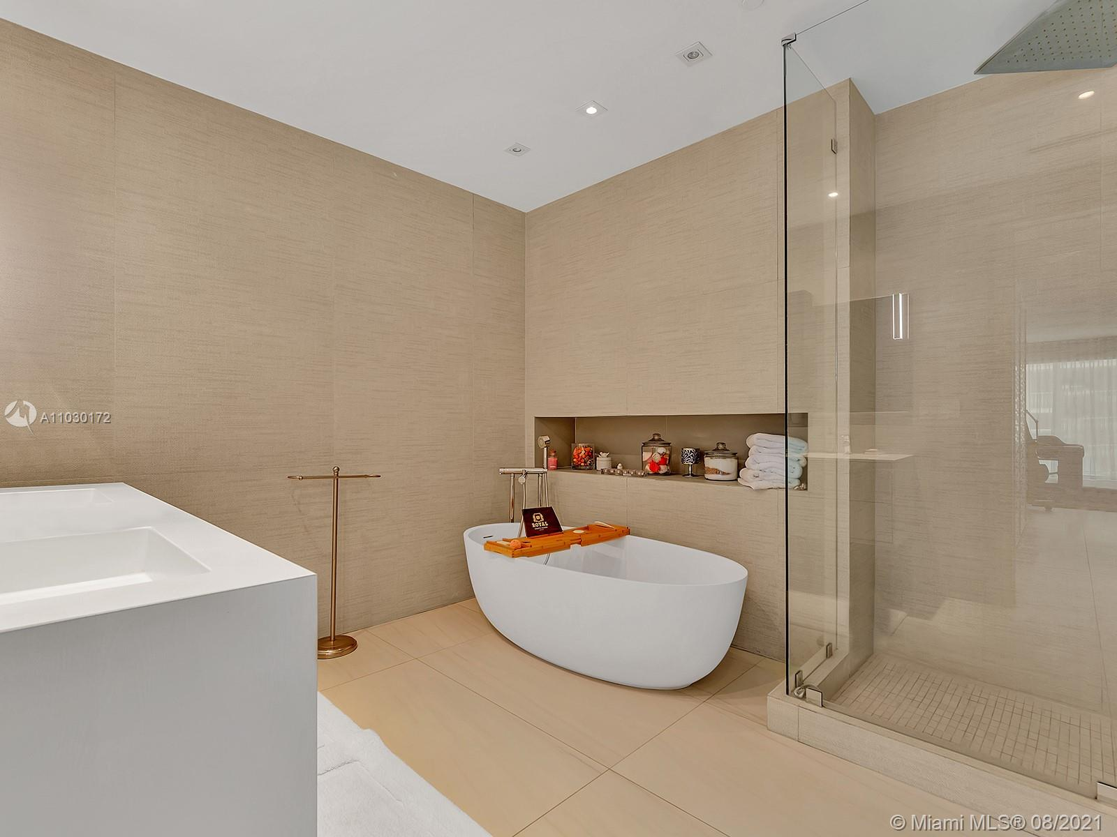10101 Collins Ave #7A photo031