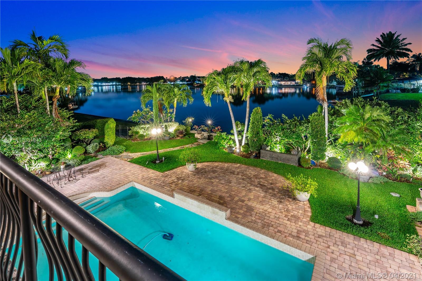 Miami Lakes - 6885 Gleneagle Dr, Miami Lakes, FL 33014
