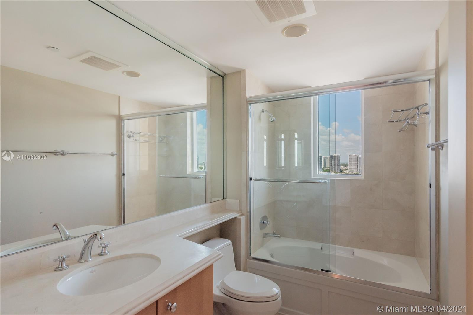 17875 Collins Ave #2105 photo05