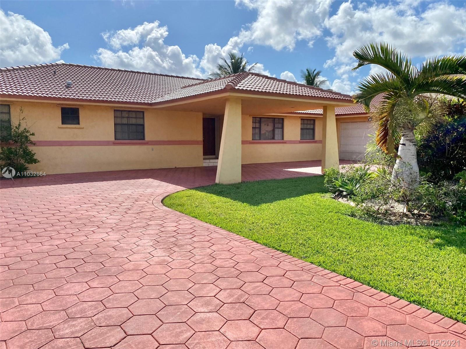 Country Club Of Miam - 18701 Wentworth Dr, Hialeah, FL 33015