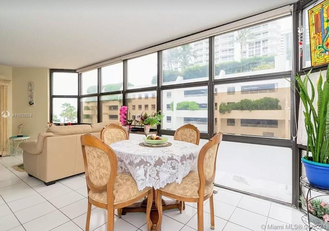 6423 Collins Ave #401 photo02