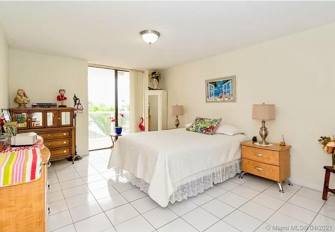 6423 Collins Ave #401 photo06