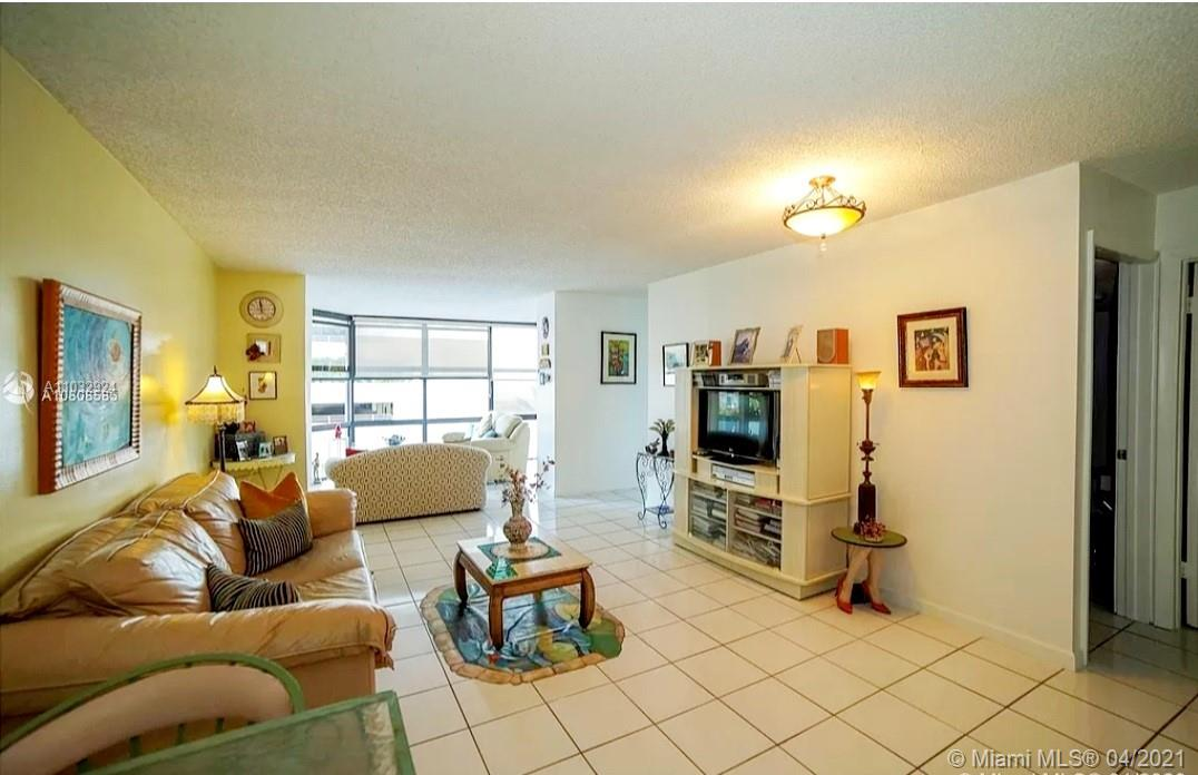6423 Collins Ave #401 photo05