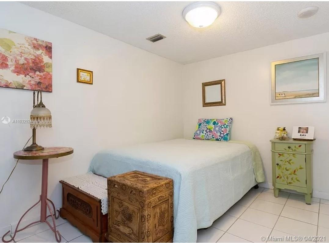 6423 Collins Ave #401 photo09