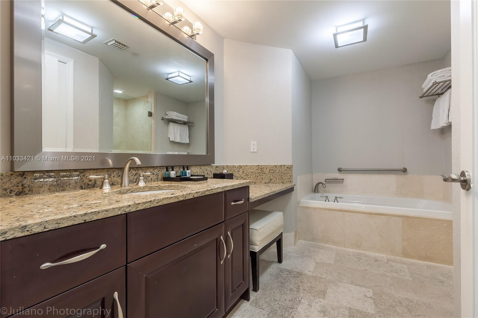 4401 Collins Ave #1106 photo021