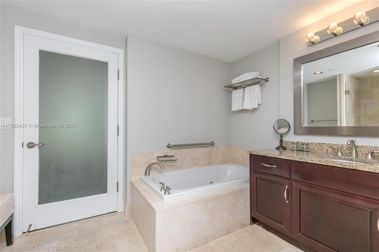 4401 Collins Ave #1104 photo023
