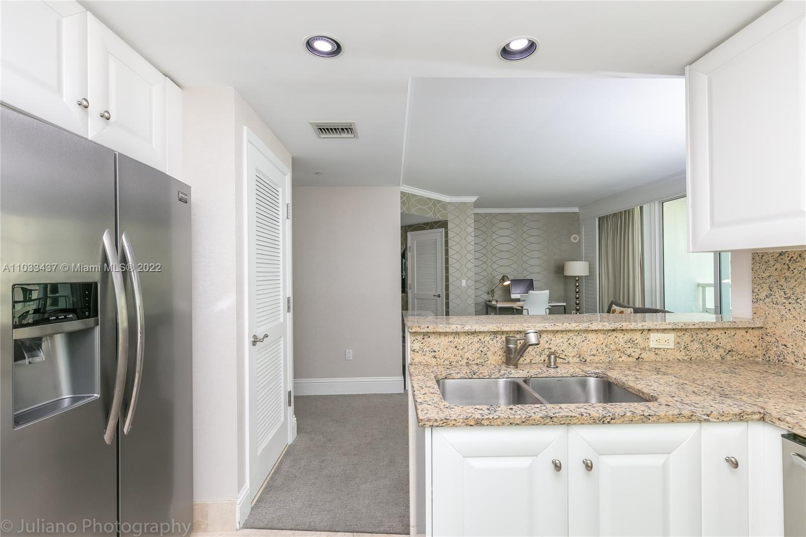 4401 Collins Ave #1104 photo07