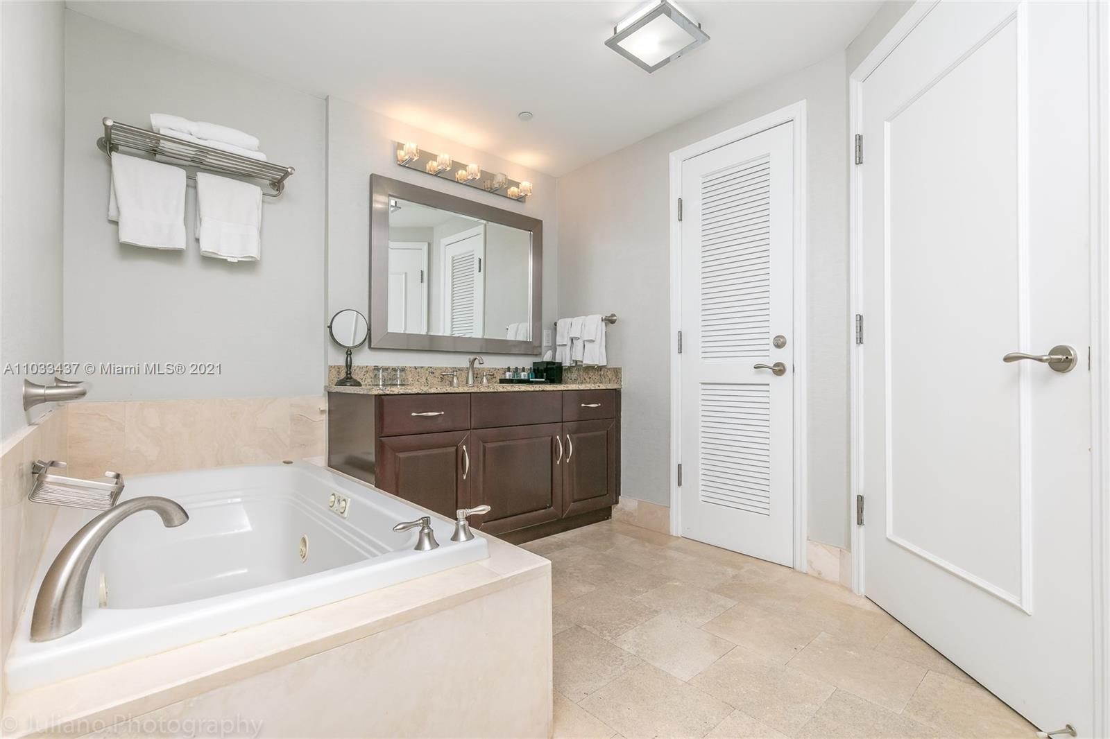 4401 Collins Ave #1104 photo024