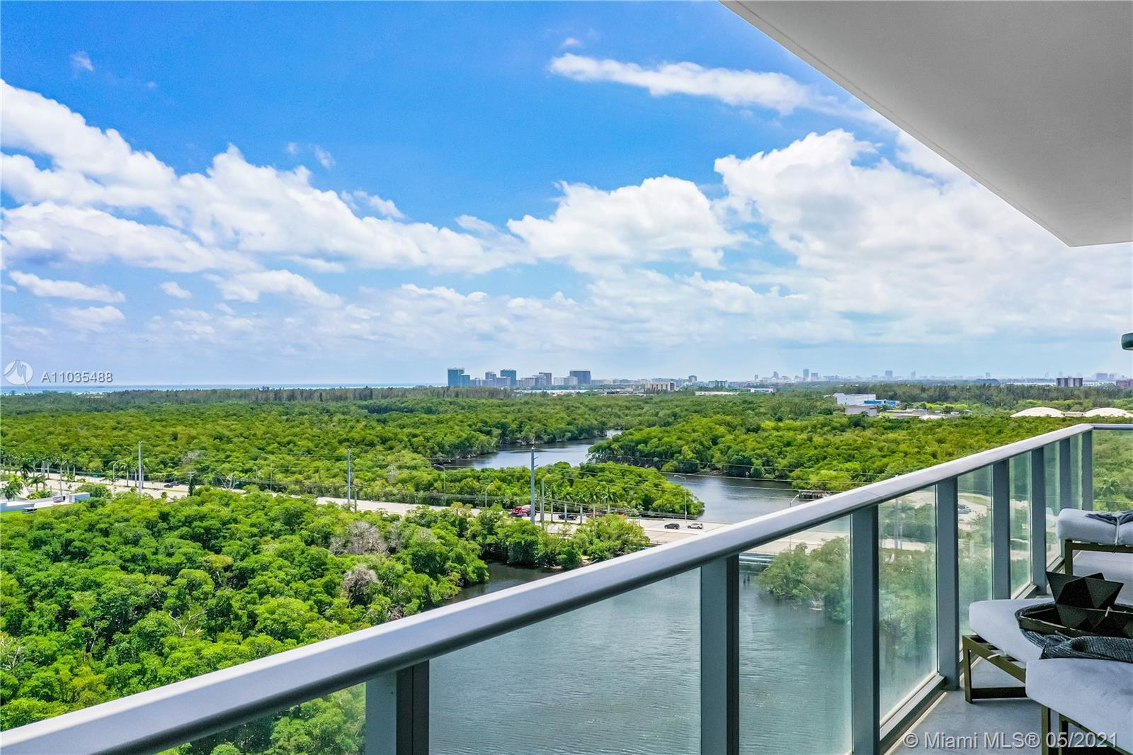Amazing Corner Unit - EAST views , South views and West Views - Line 21 - South Tower the best one!