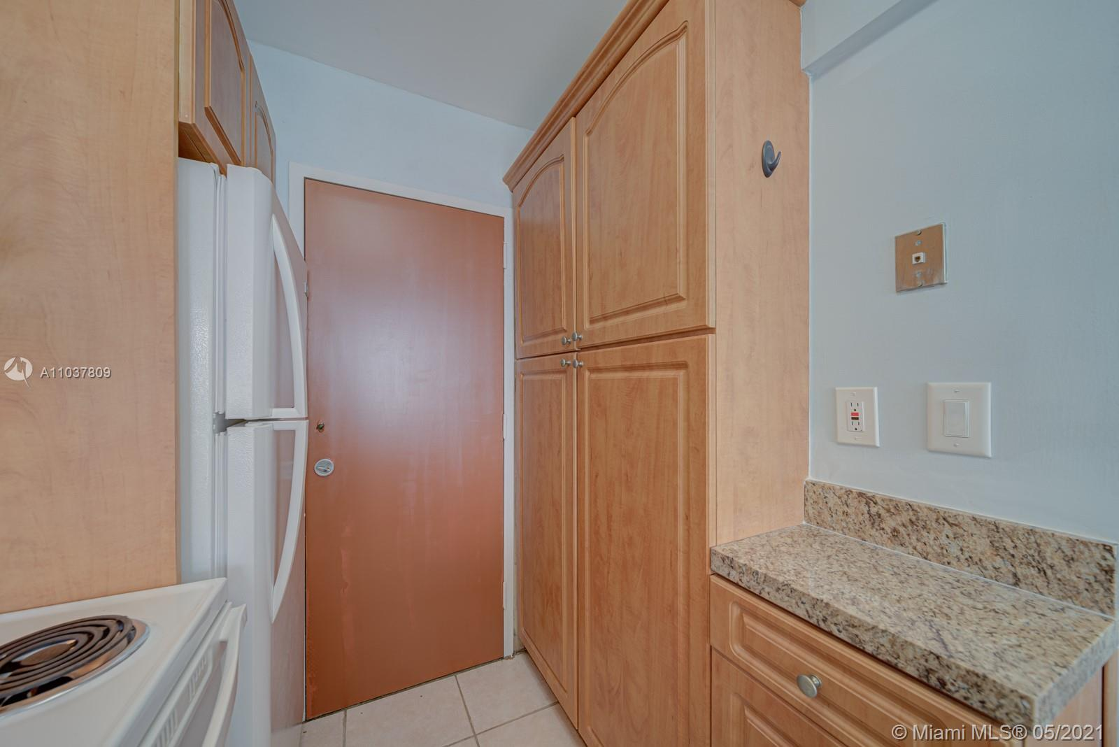 2899 Collins Ave #1043 photo06