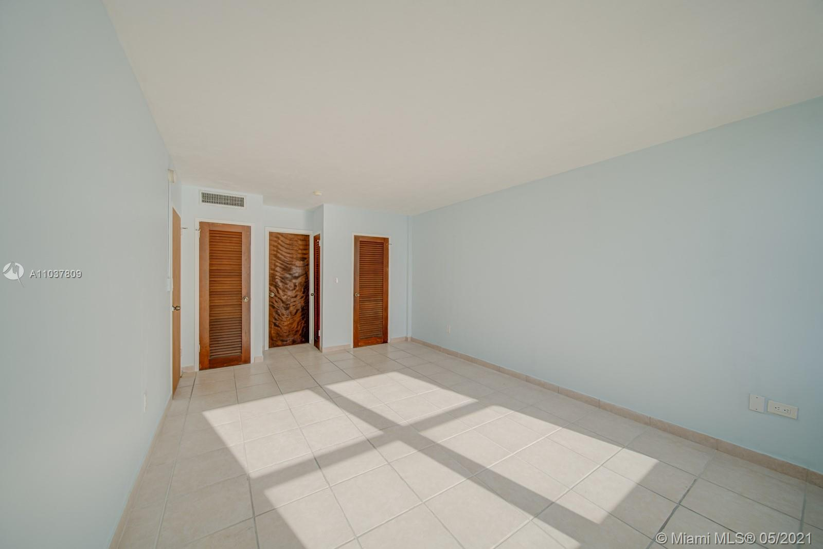 2899 Collins Ave #1043 photo012