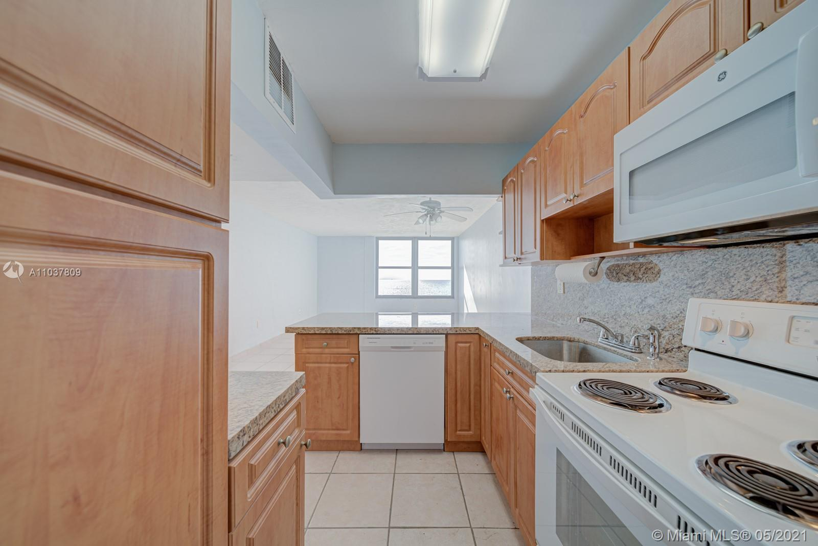 2899 Collins Ave #1043 photo07