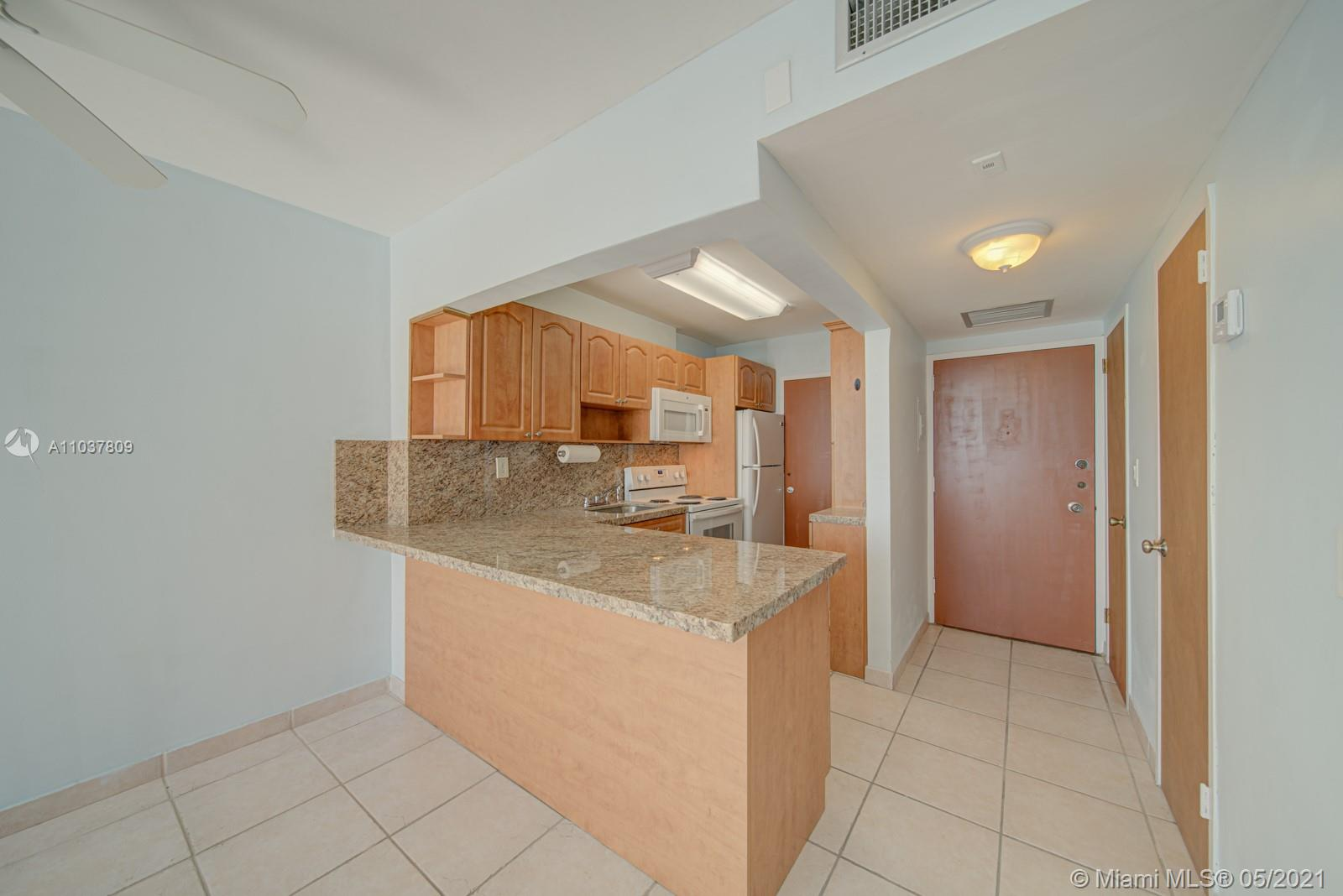 2899 Collins Ave #1043 photo03