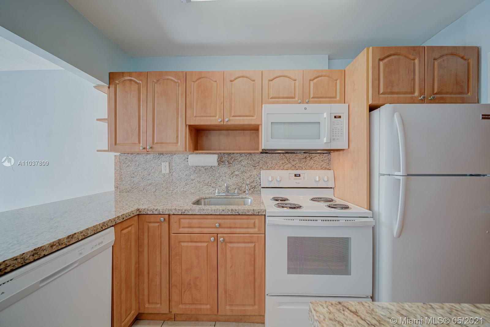 2899 Collins Ave #1043 photo05