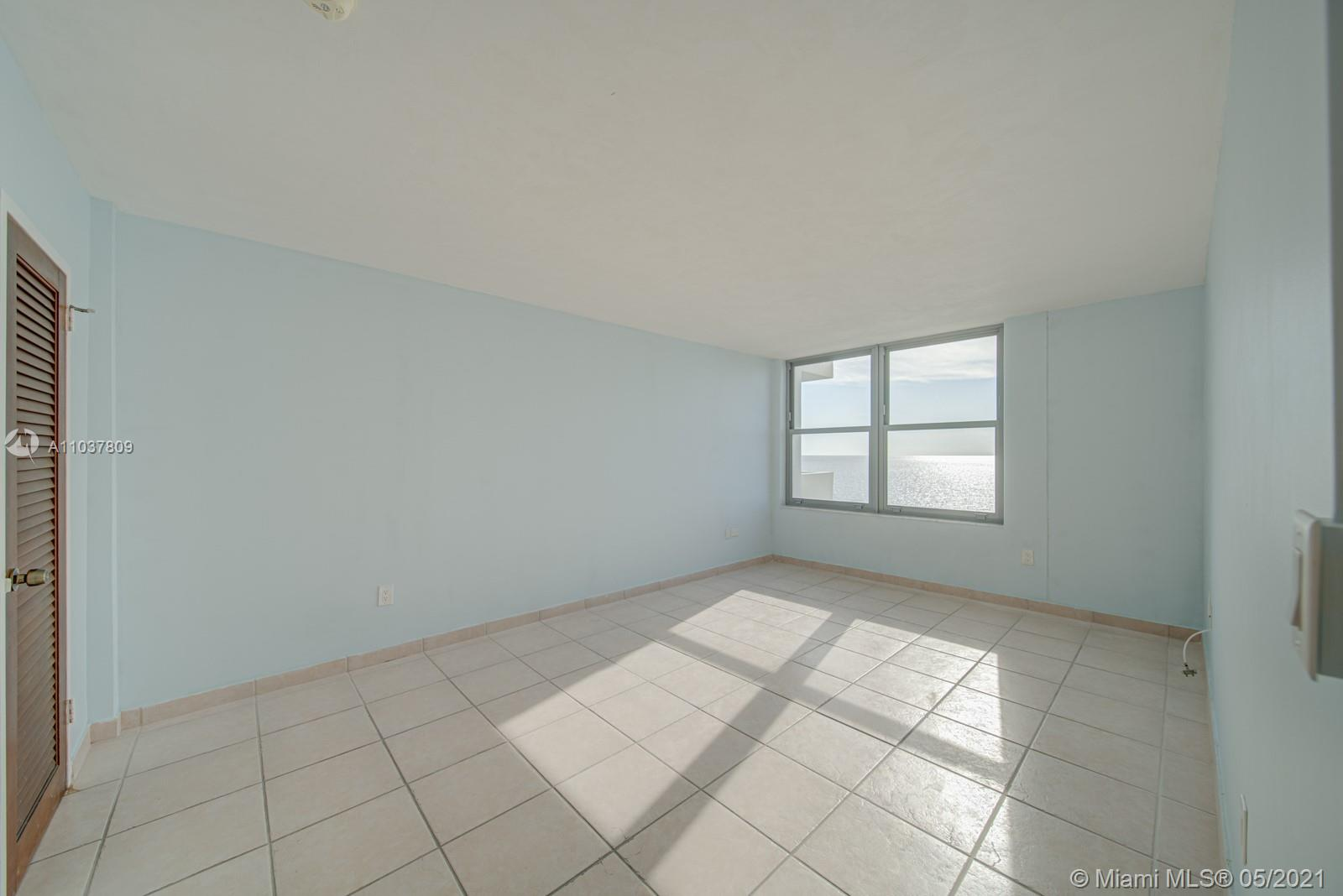 2899 Collins Ave #1043 photo010