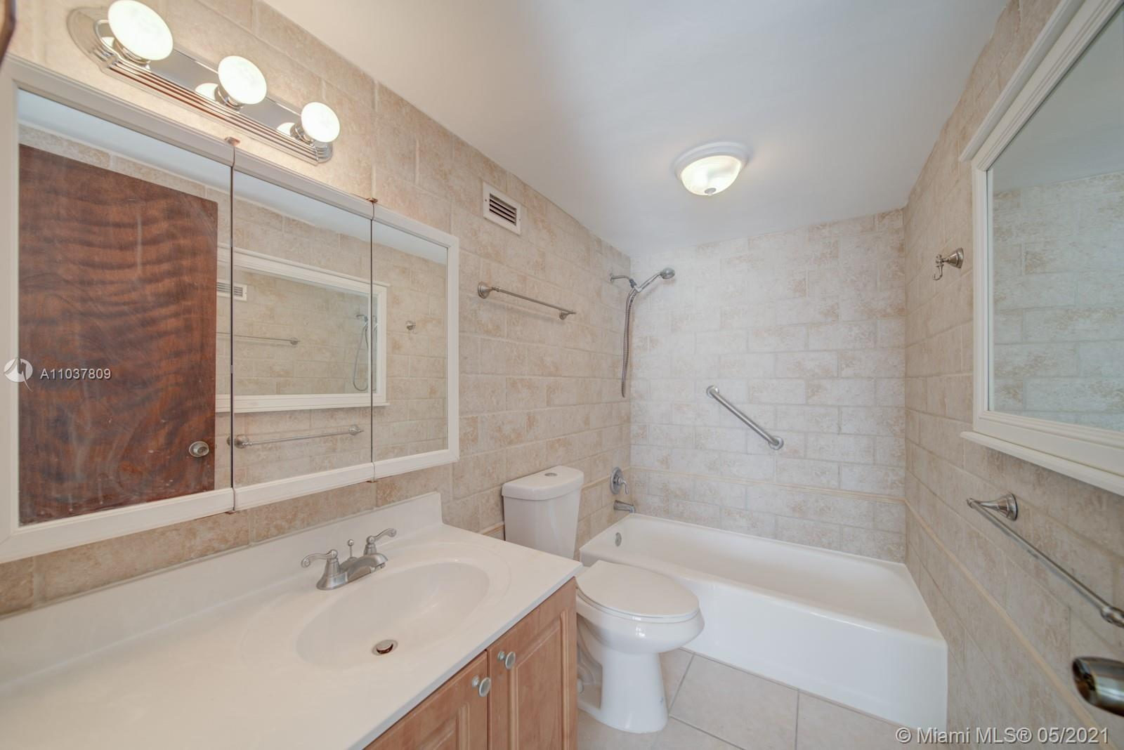 2899 Collins Ave #1043 photo015