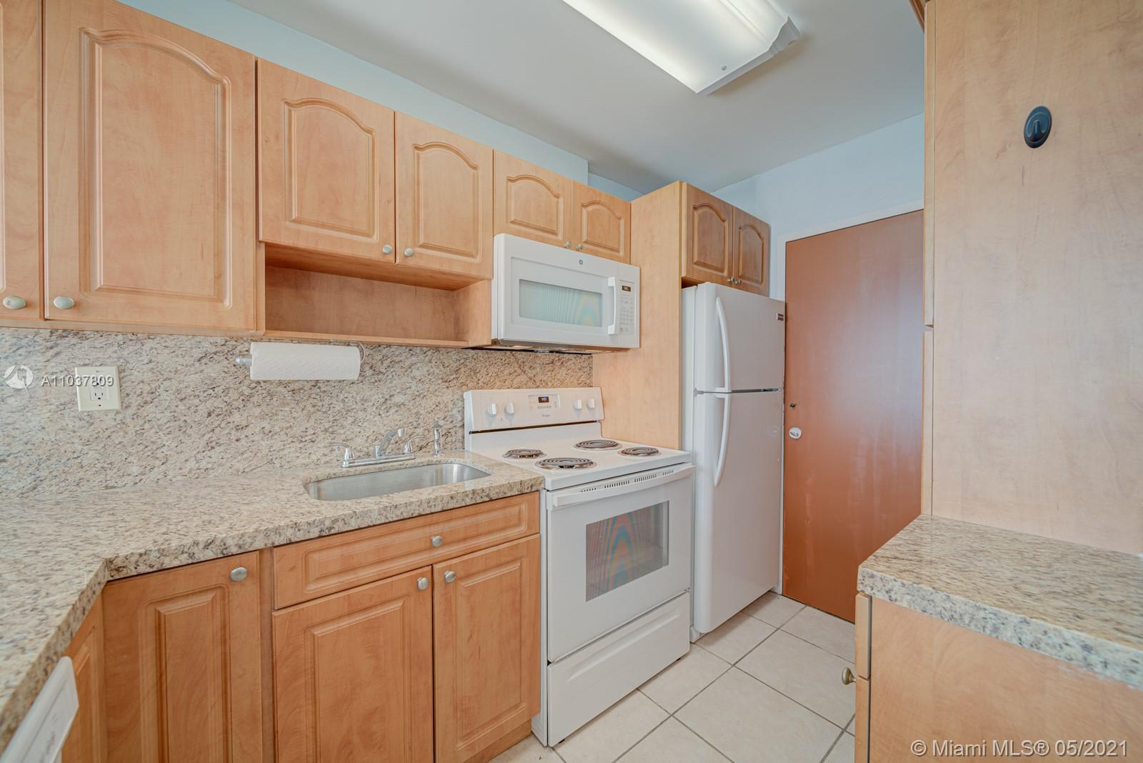 2899 Collins Ave #1043 photo04