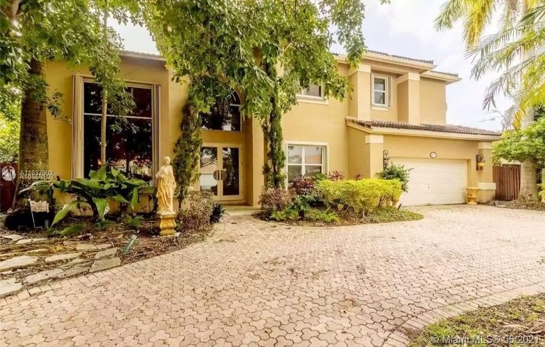 Lakes Of The Meadow - 4270 SW 154th Pl, Miami, FL 33185