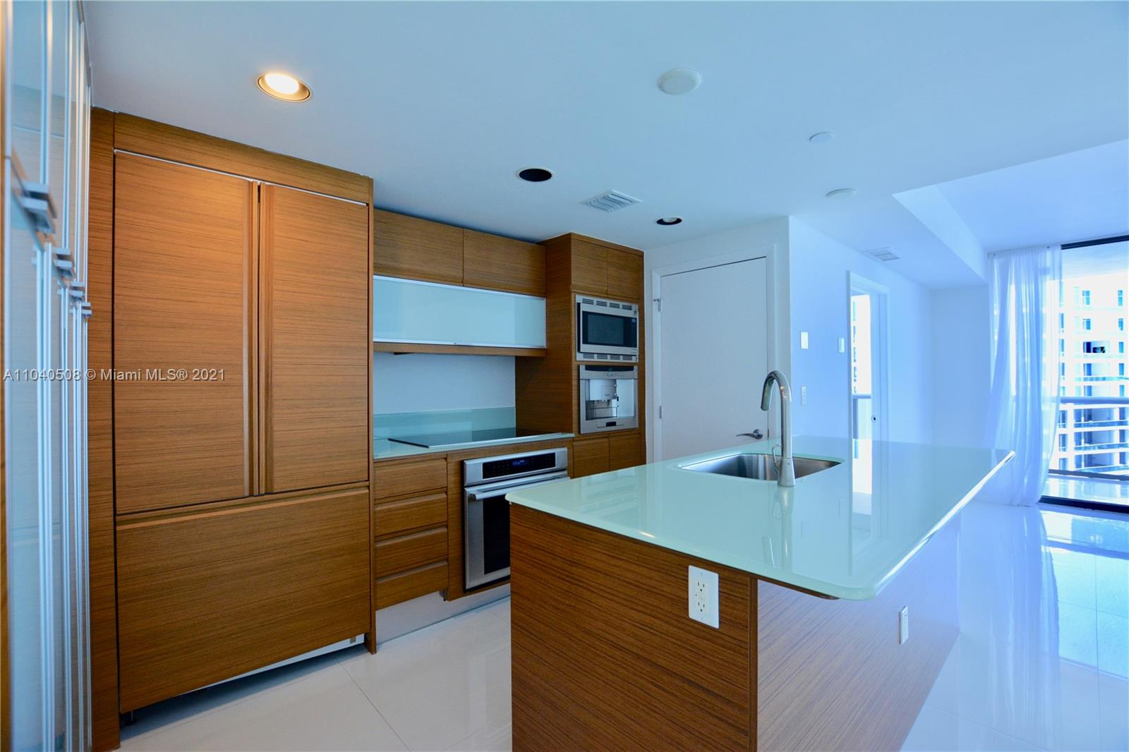 5875 Collins Ave #1803 photo04