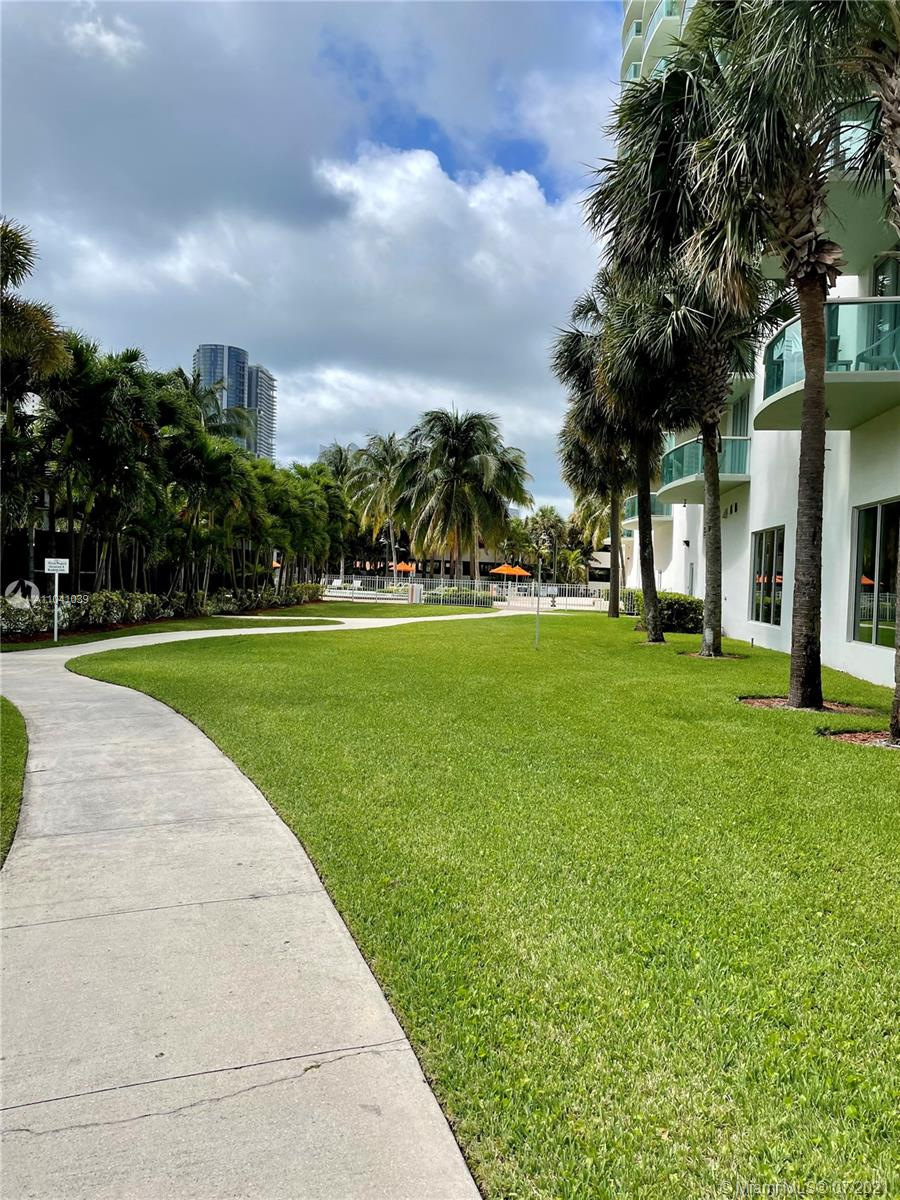 19380 Collins Ave #121 photo08