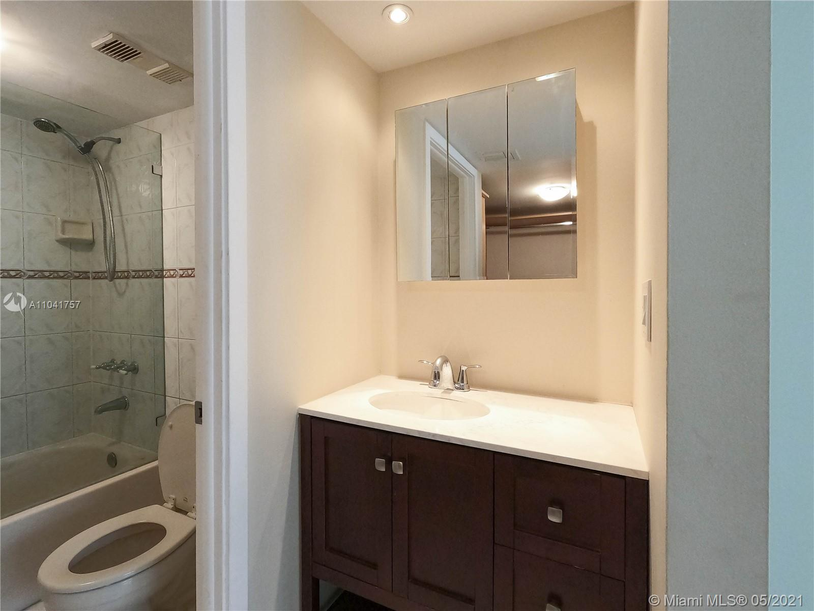 1621 Collins Ave #806 photo06