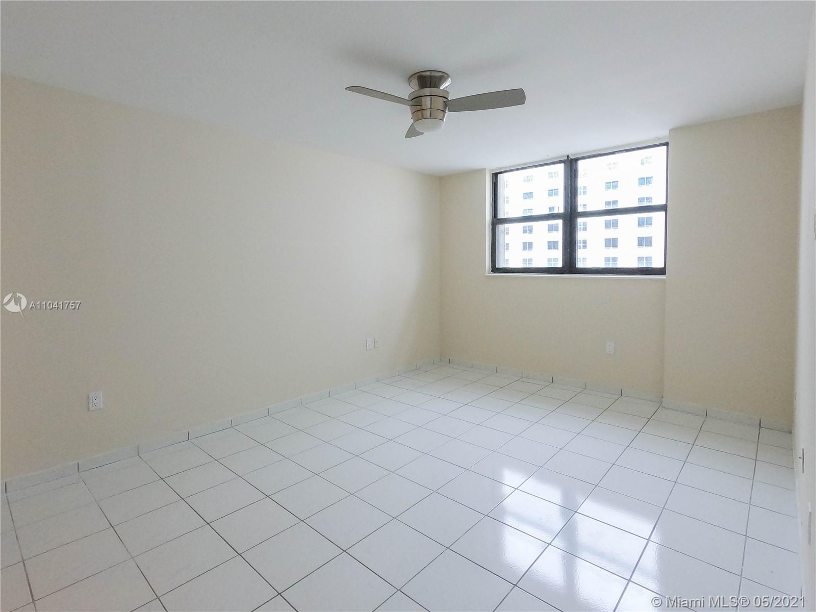 1621 Collins Ave #806 photo09