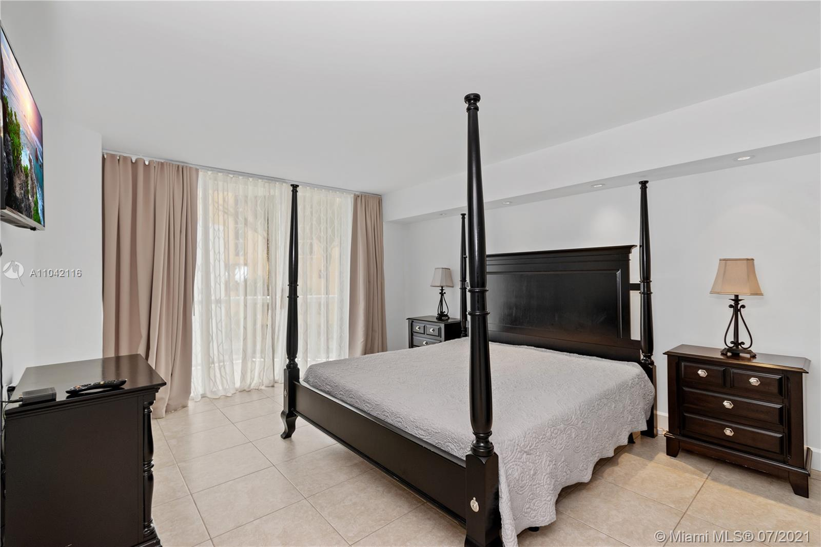 16425 Collins Ave #318 photo022