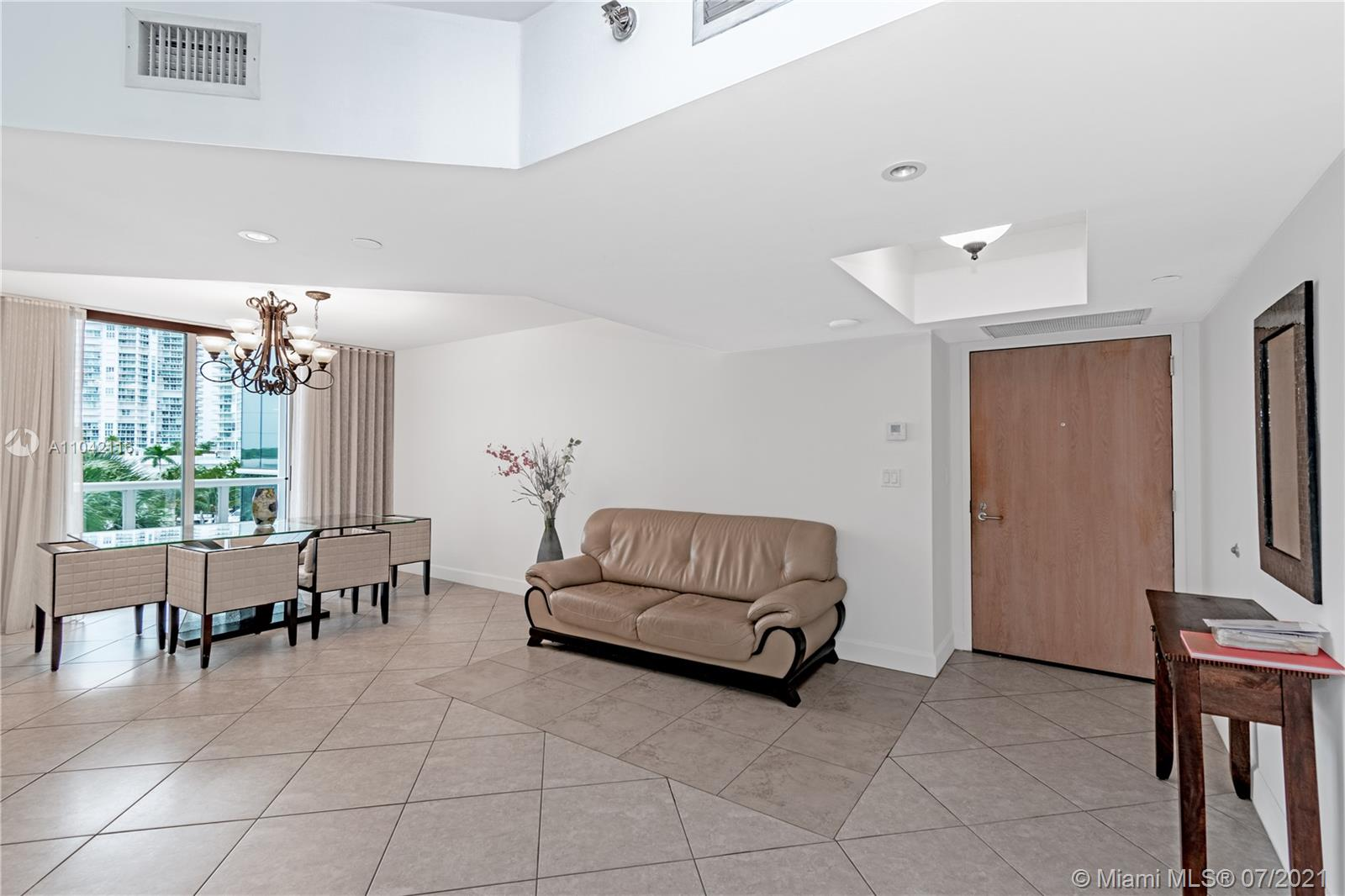 16425 Collins Ave #318 photo09