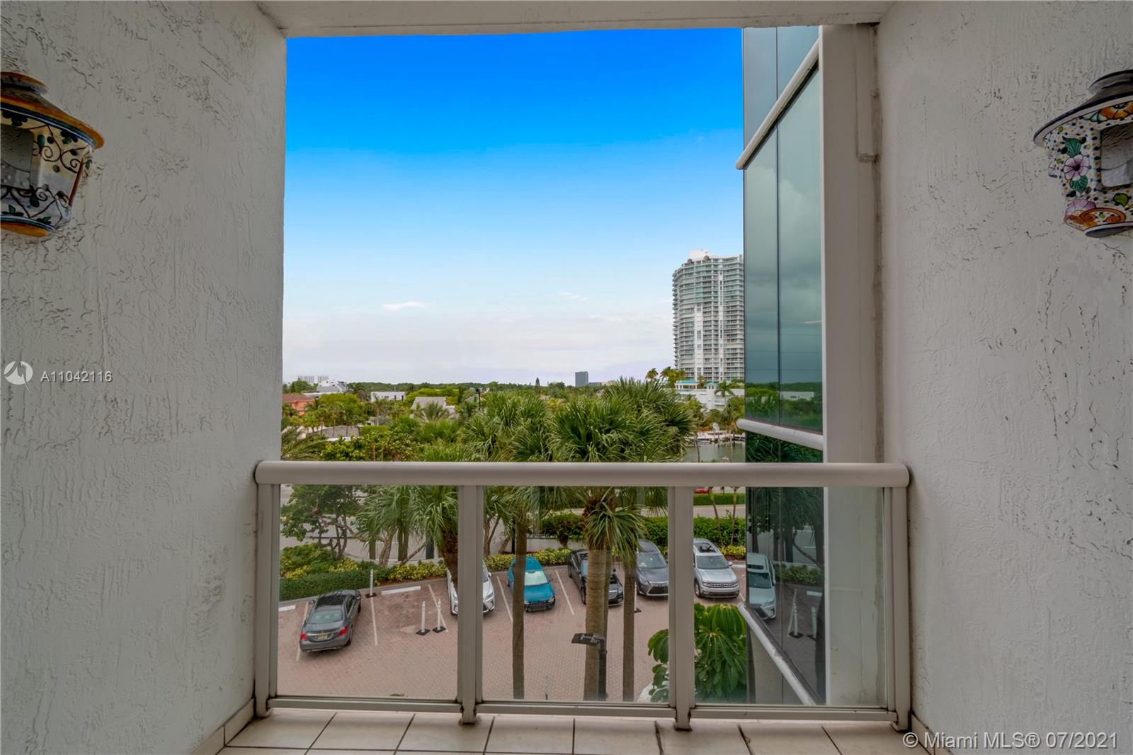 16425 Collins Ave #318 photo014