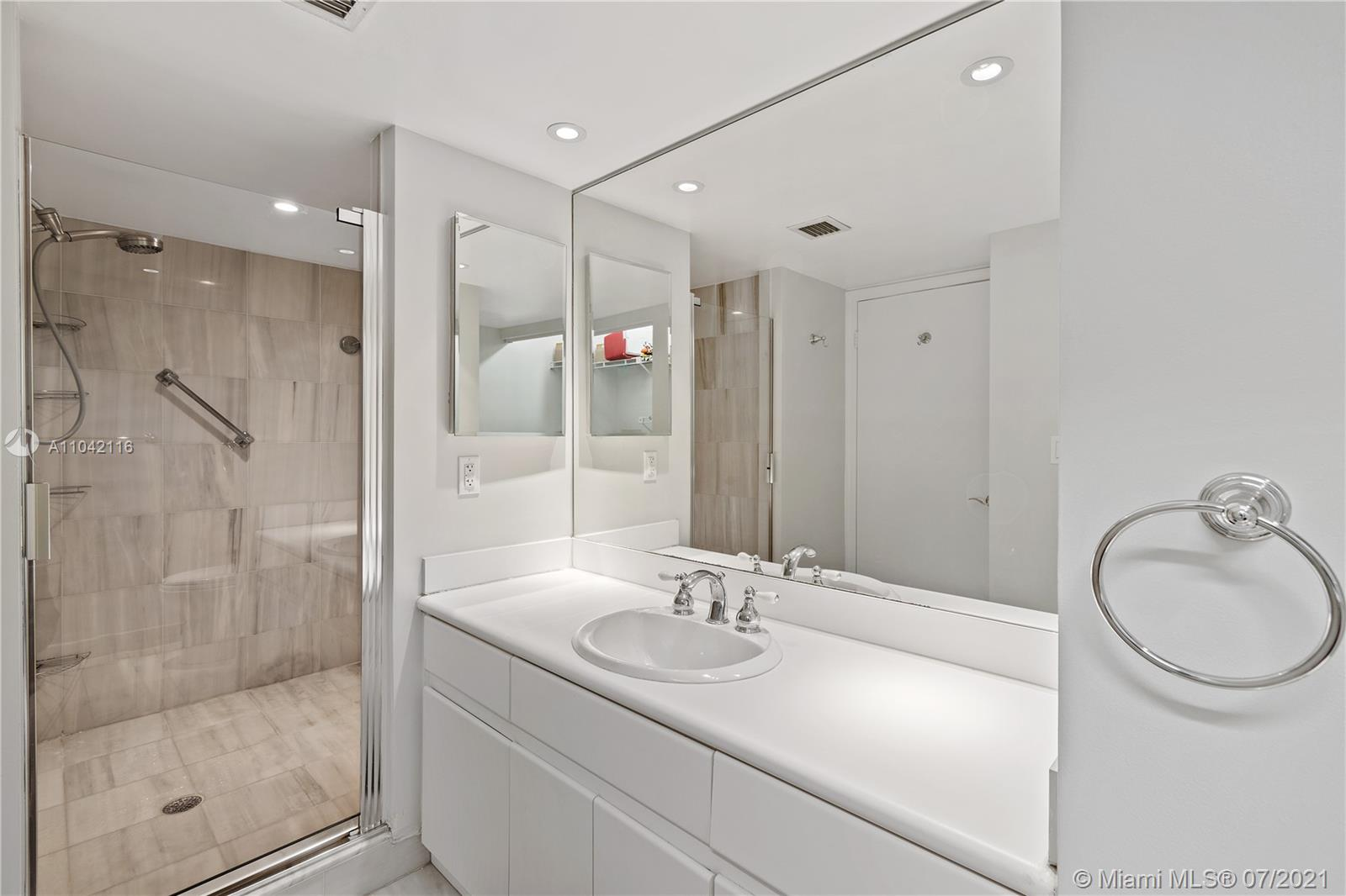 16425 Collins Ave #318 photo019