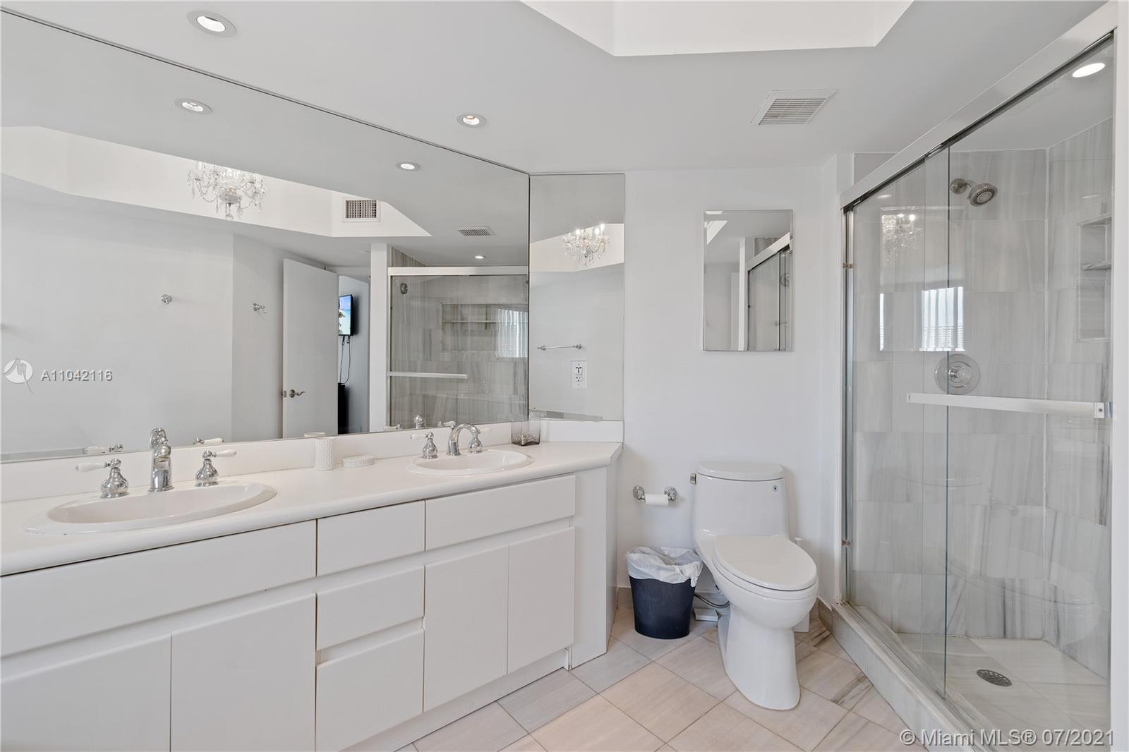 16425 Collins Ave #318 photo025