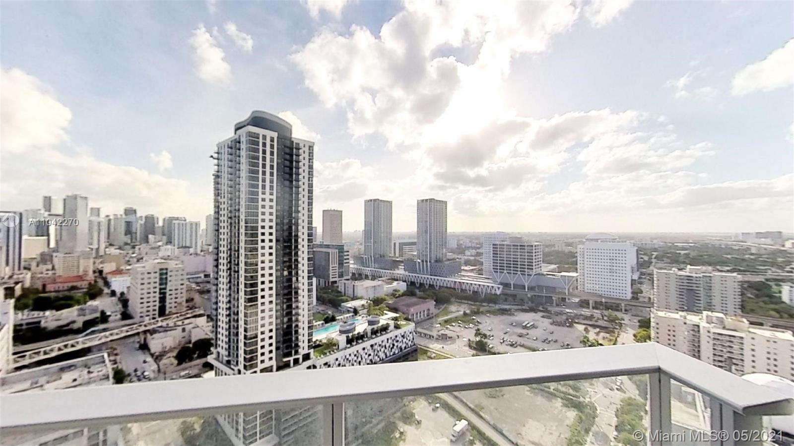 Paramount Miami Worldcenter #2712 - 02 - photo