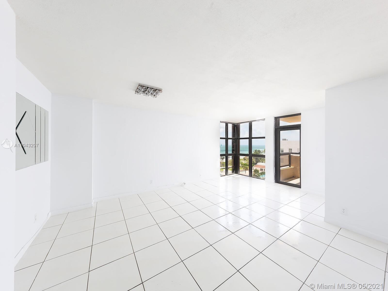 2555 Collins Ave #914 photo06