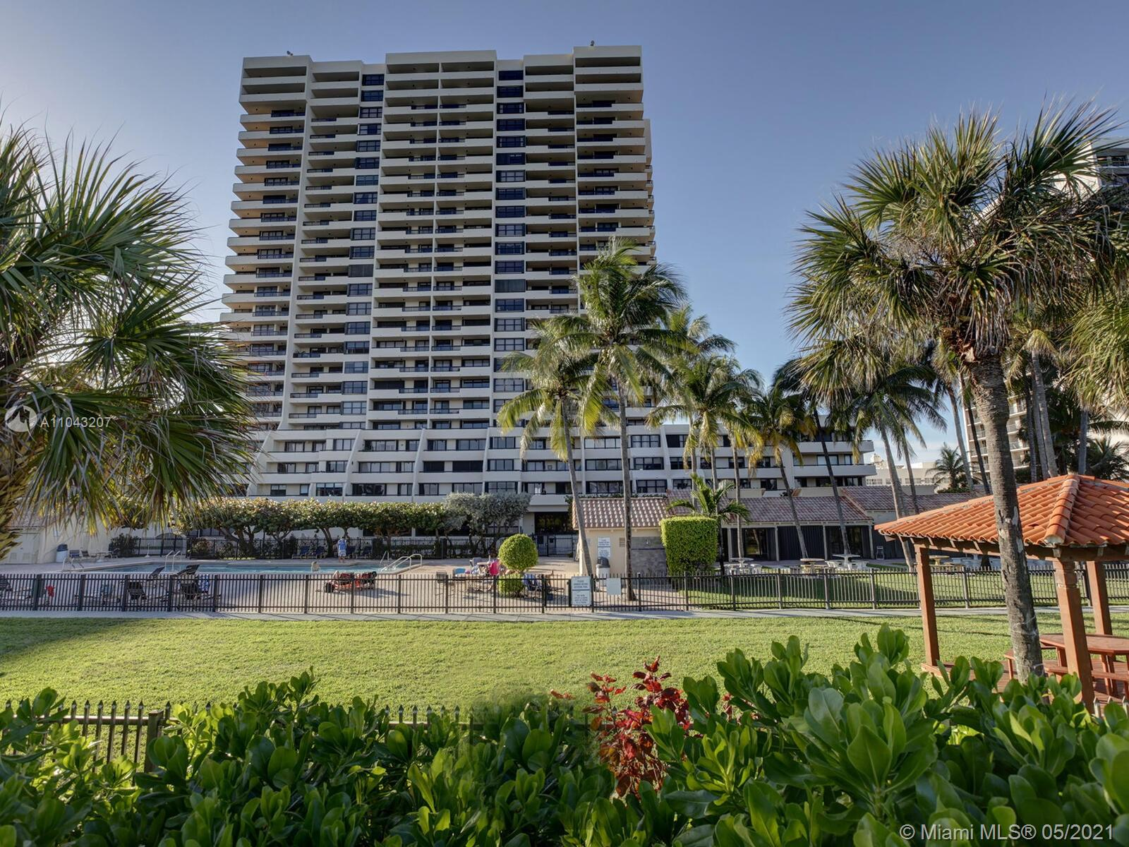 2555 Collins Ave #914 photo017